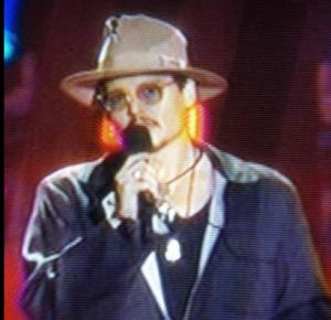 Johnny Depp rocks his homeless chic at the#MTVMovieAwards